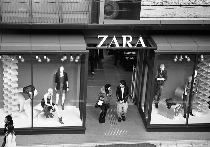 ZARAの店舗閉鎖と自家現像モノクロフィルム_c0182775_11402332.jpg