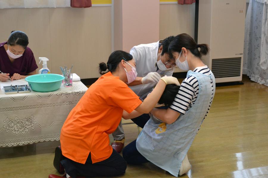 今日は、歯科検診を行いました。_d0353789_13381297.jpg