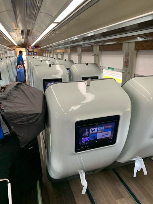初めての列車の旅なのに。。。_a0063997_06145945.jpg