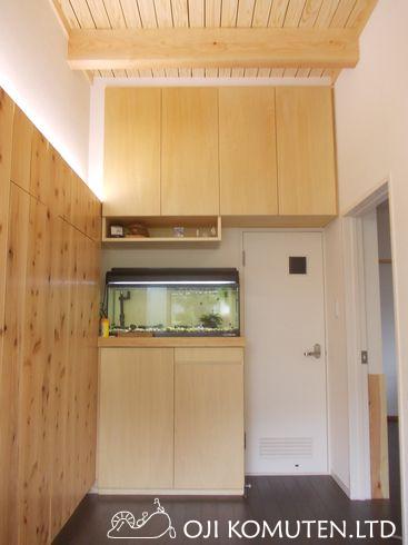 無垢の杉板で玄関リフォーム 下駄箱と壁面収納_c0405550_16461342.jpg