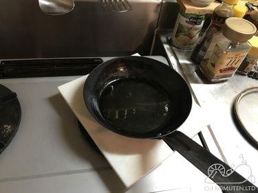 熱したフライパンを人工大理石に放置した。_c0405550_16470232.jpg