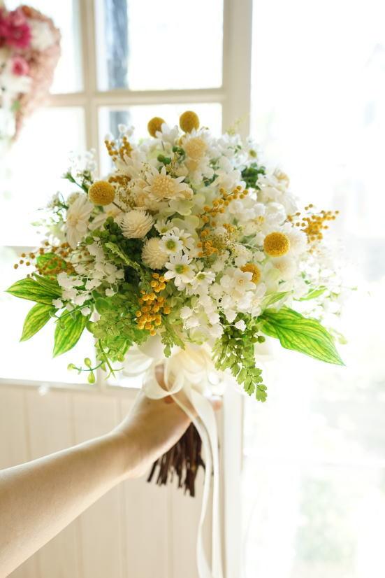 かすみ草と小花のナチュラルクラッチブーケ!_a0136507_21163509.jpg