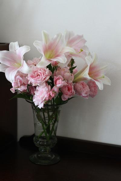 庭の百合を部屋に飾ってみました_e0333647_16244592.jpg