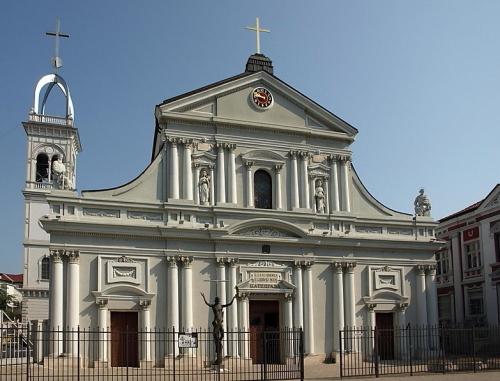 カラヴァッジョが美術史に新しい扉を開いた記念碑的傑作:ローマのフランス人国教会_a0113718_12101204.jpg