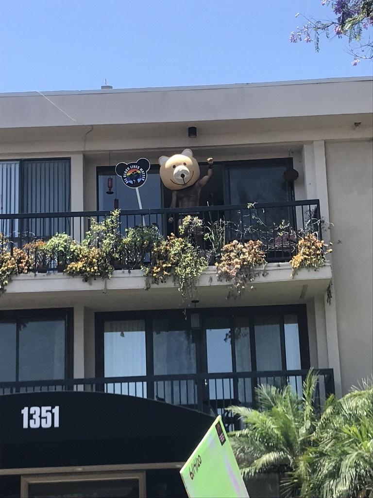BLM LAプライド版デモ in West Hollywood_d0003936_13064823.jpeg