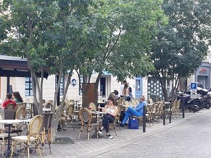 風に吹かれての外カフェの再開は、嬉しいけれど..._c0221565_11525599.jpg