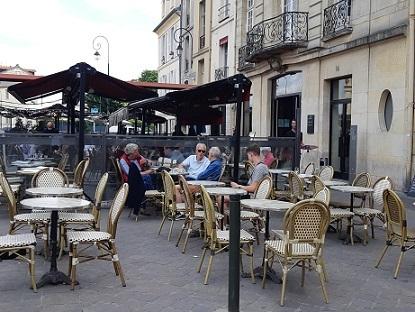 風に吹かれての外カフェの再開は、嬉しいけれど..._c0221565_11543253.jpg