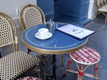 風に吹かれての外カフェの再開は、嬉しいけれど..._c0221565_11545533.jpg