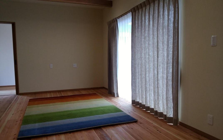 人気のリネンカーテン「リフリン」、今年は1か月半のロングラン_f0176387_17542372.jpg
