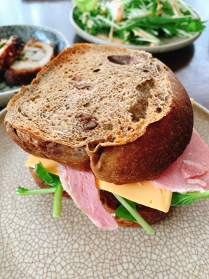 昨夜のふすまパンを、サンド風に❗️_a0323249_01022312.jpg