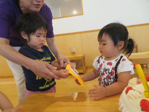 乳児 4月、6月生まれの誕生会_f0327175_17005015.jpg