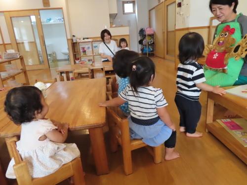 乳児 4月、6月生まれの誕生会_f0327175_17304192.jpg