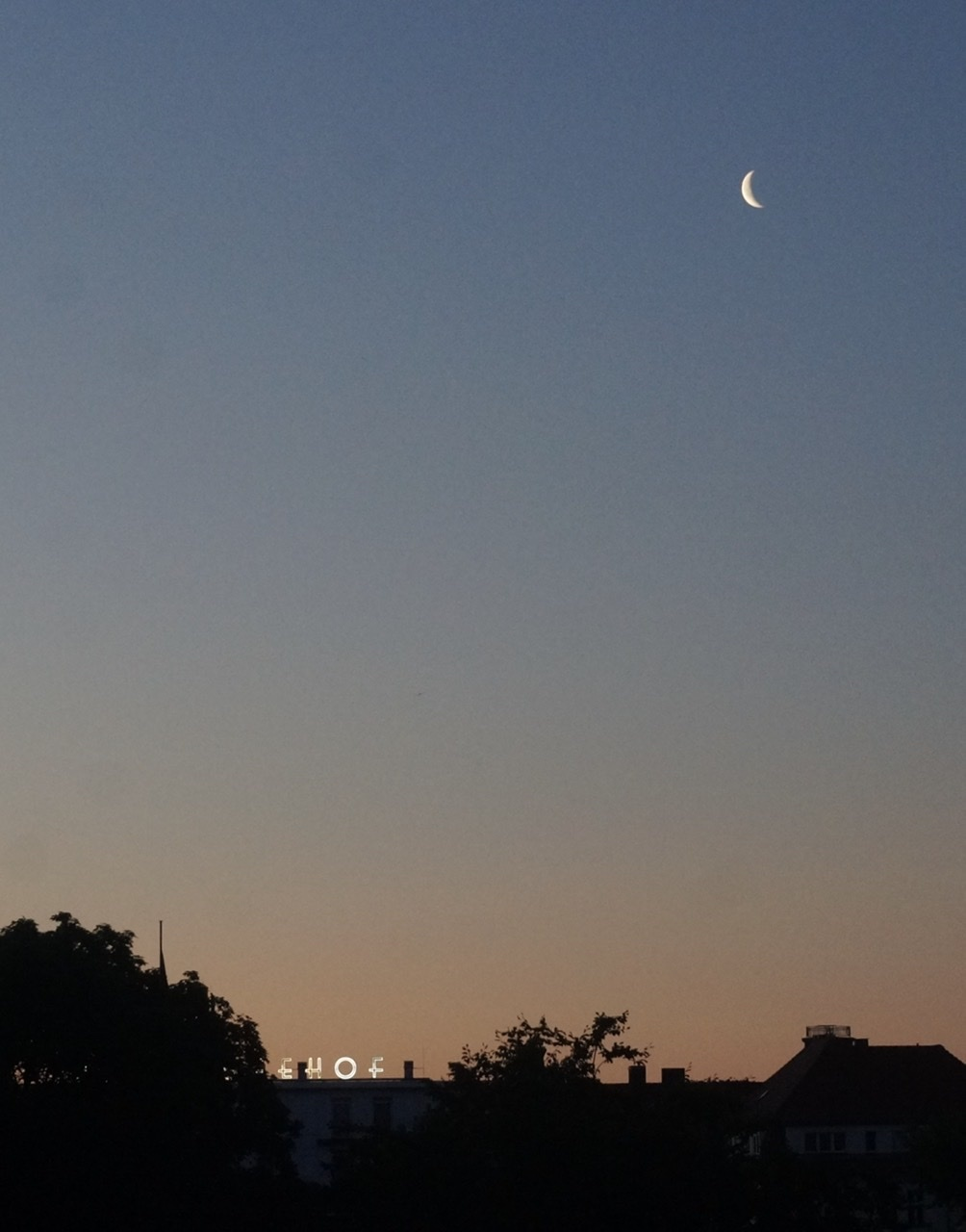夜明け前、今朝のベルリン。_c0180686_18205819.jpeg
