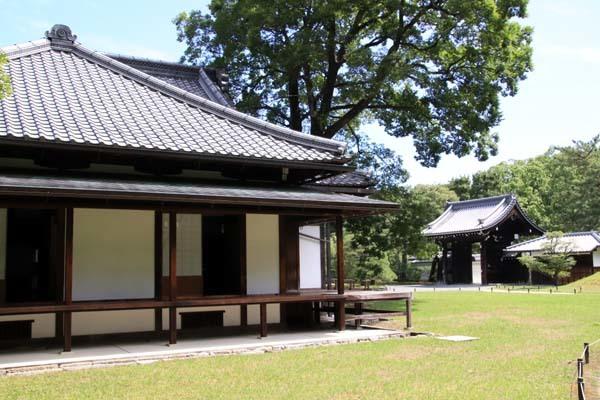 閑院宮邸跡 濃い緑に_e0048413_21234844.jpg