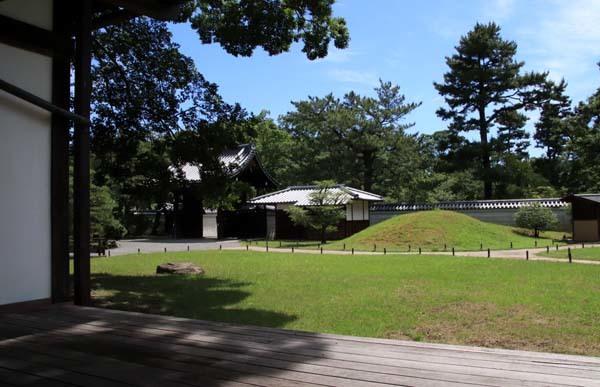 閑院宮邸跡 濃い緑に_e0048413_21241318.jpg