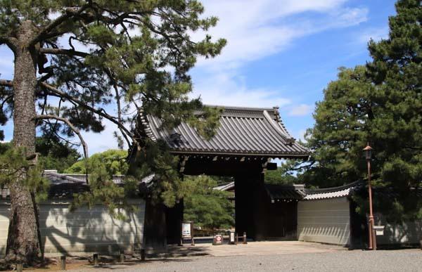 閑院宮邸跡 濃い緑に_e0048413_21255693.jpg
