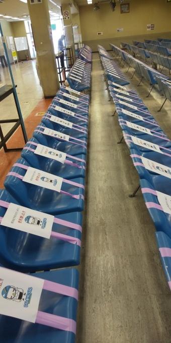 再開された広島競輪場、ウイルス対策でベンチ使用禁止_e0094315_13125030.jpg
