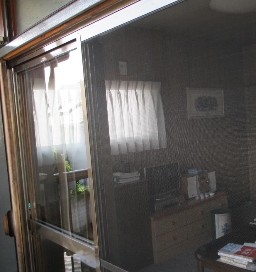 『サッシ交換』工事と台風対策としての『強化ガラス取付』工事 モリス正規販売店のブライト_c0157866_18264278.jpg