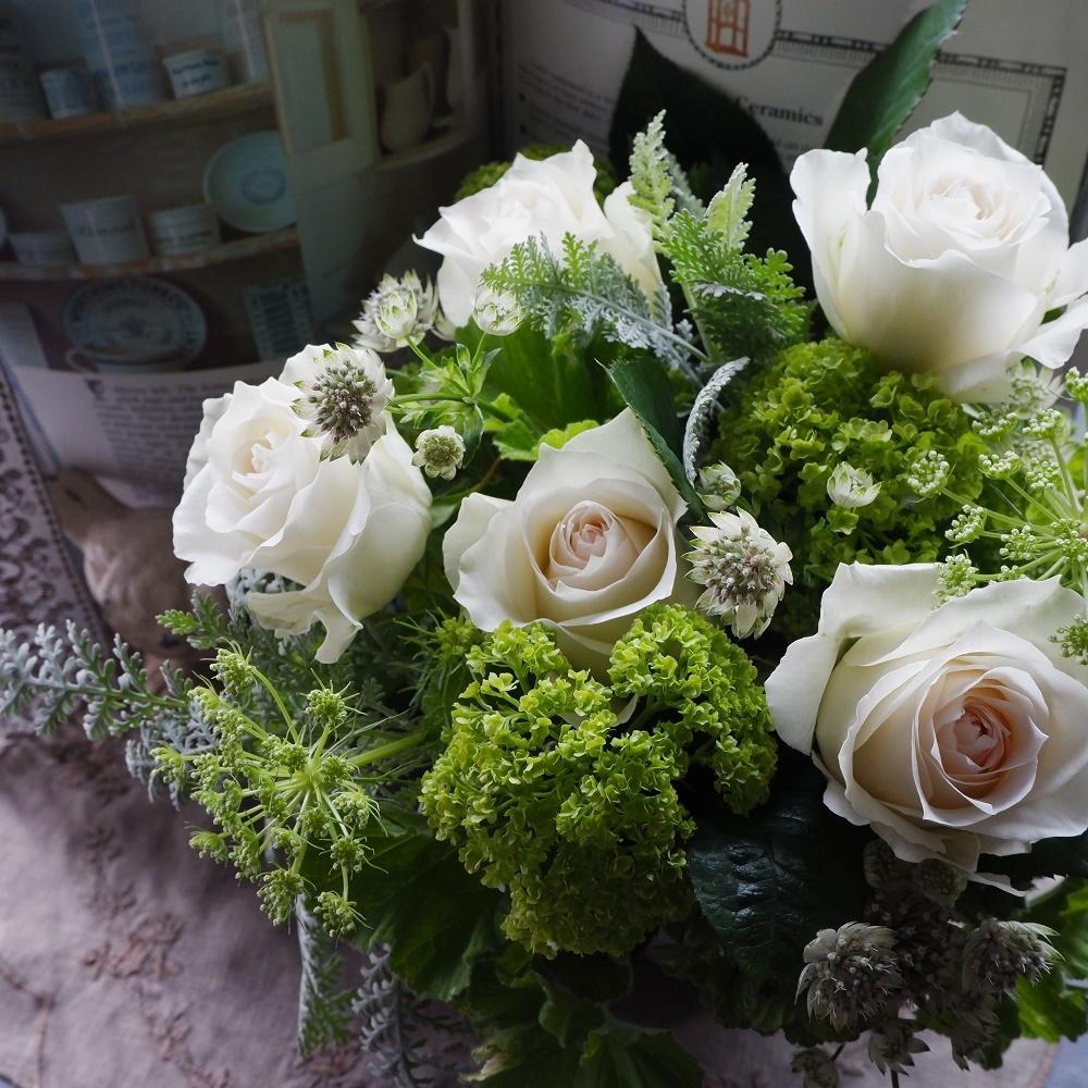 オークリーフ(白バラとグリーンでシンプルに)_f0049672_22492590.jpg