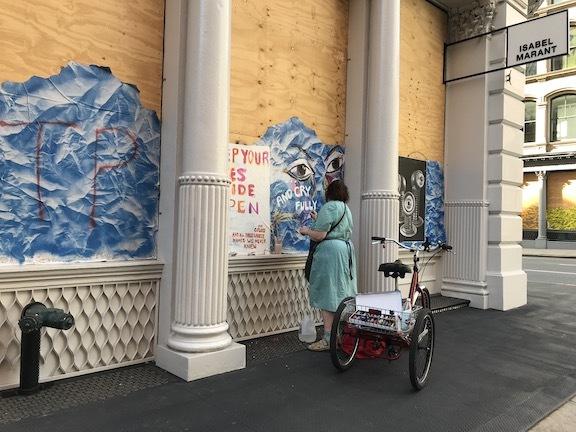 アートで蘇るNYの街角!さすがアレキサンダーワンはオシャレだった!_c0050387_15402071.jpeg