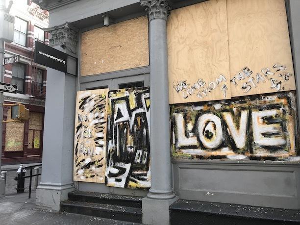 アートで蘇るNYの街角!さすがアレキサンダーワンはオシャレだった!_c0050387_15405891.jpeg