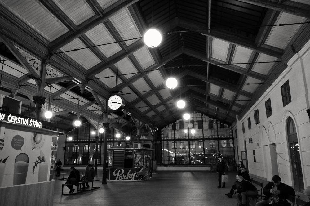 A moment in Prague #66 - 夜のマサリク駅 -_d0349265_14403570.jpg