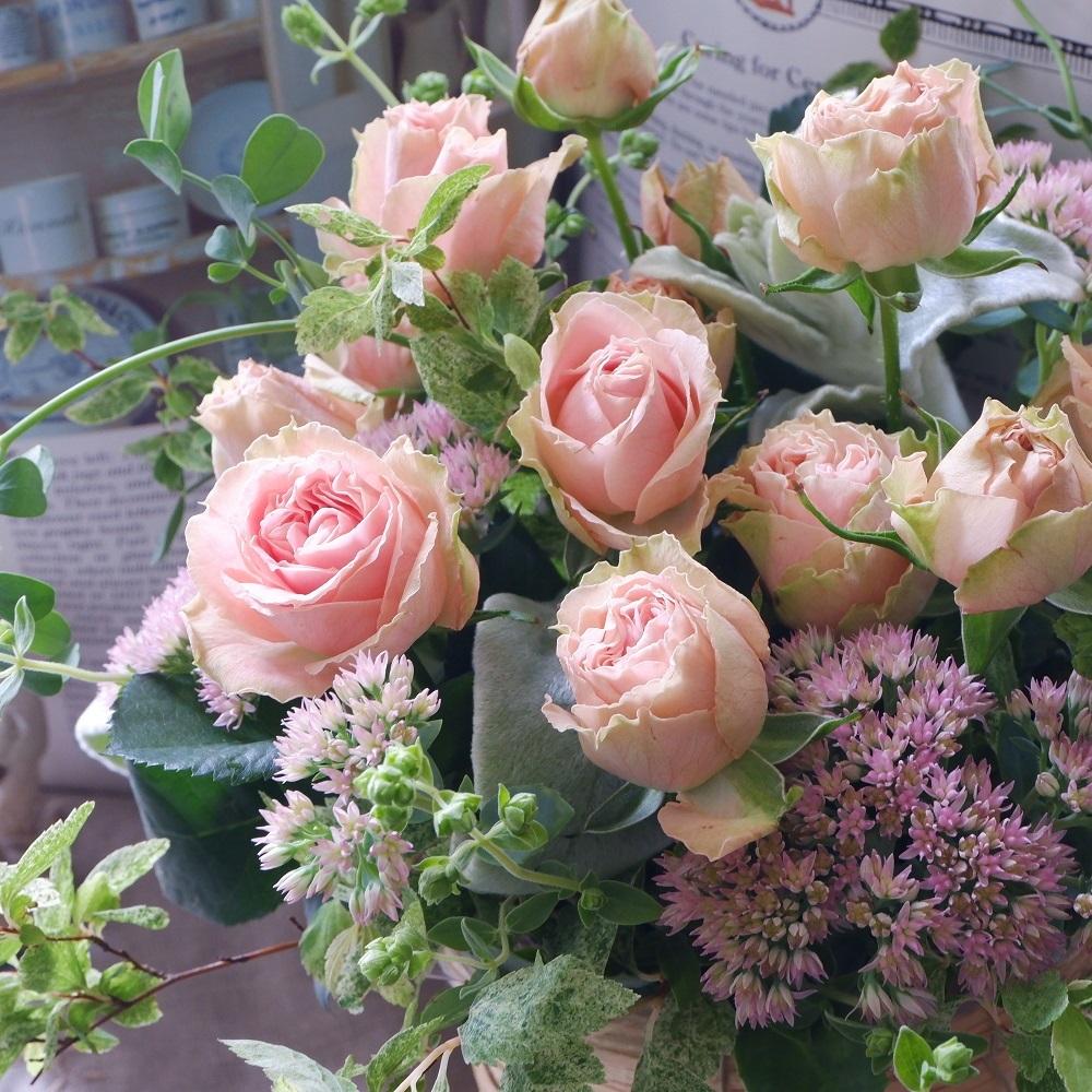 オークリーフ(ピンクのバラのアレンジメント)_f0049672_17482531.jpg