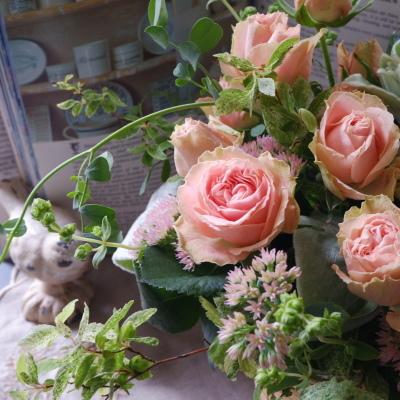 オークリーフ(ピンクのバラのアレンジメント)_f0049672_17482996.jpg