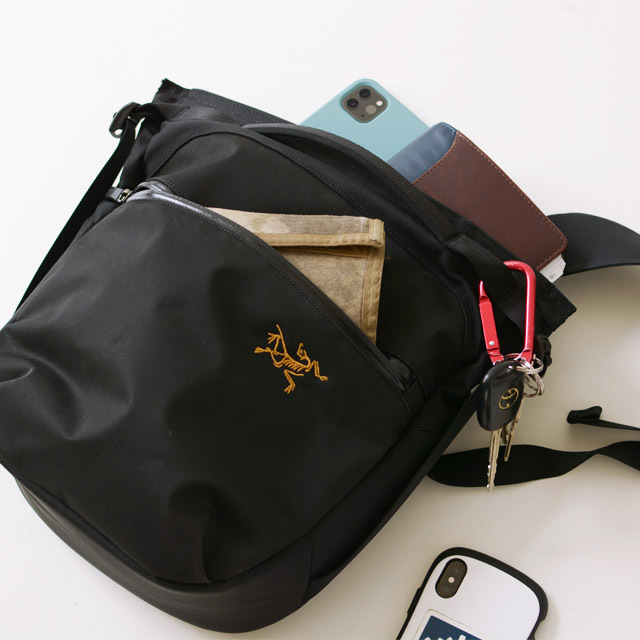 アークテリクス Arro 8 Shoulder Bag [24019]  人気のアロー8_f0051306_12454782.jpg