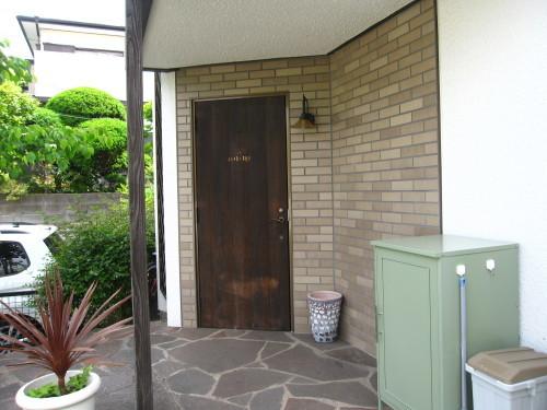 玄関ドア 三度目の塗り直し_e0350927_18134420.jpg