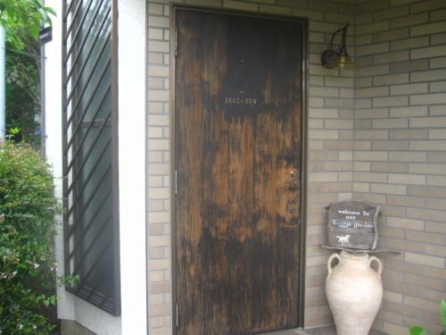 玄関ドア 三度目の塗り直し_e0350927_18201956.jpg