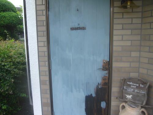玄関ドア 三度目の塗り直し_e0350927_18214871.jpg