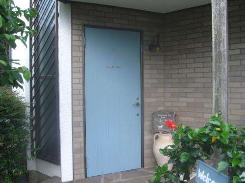 玄関ドア 三度目の塗り直し_e0350927_18220385.jpg