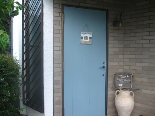 玄関ドア 三度目の塗り直し_e0350927_18235951.jpg