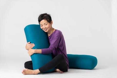 リストラティブヨガ@radhika yogaが始まります_a0267845_22170773.jpg