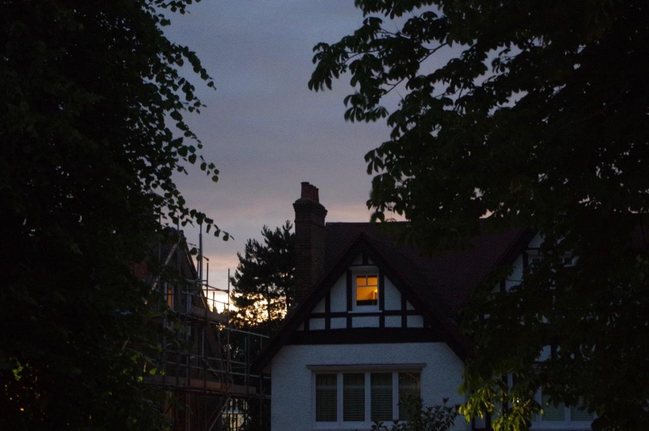イギリスでは今日が夏至、家の中でも光の楽しみ_e0114020_16445951.jpg