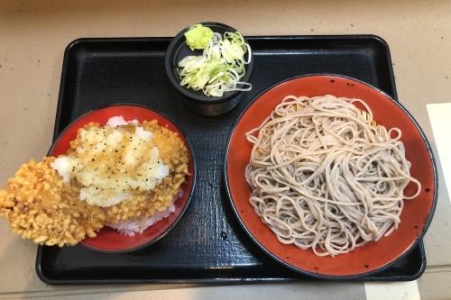 333杯目:富士そば市ヶ谷店でビッククリスピーおろしミニ丼セット_f0339637_11192978.jpg