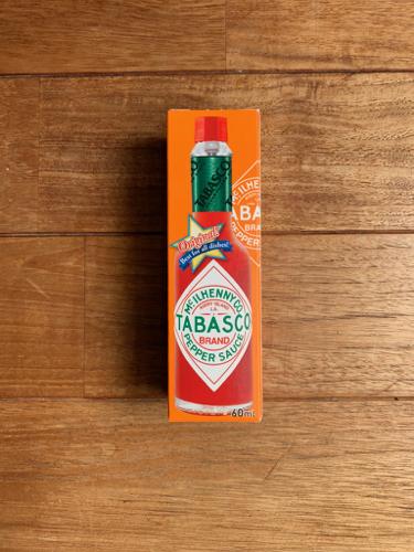 タバスコの瓶の写真はなぜ傾いているのか_b0141474_18283718.jpg