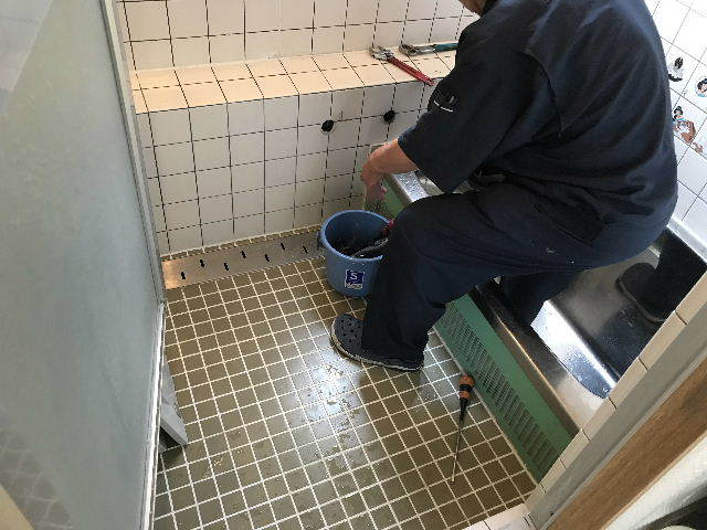 土嚢袋100袋超えの浴室解体_f0031037_19315251.jpg