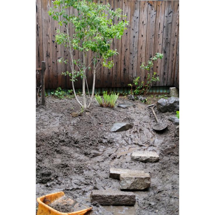 わが家の庭づくり。1日目2日目のようす。_d0227246_11174683.jpg
