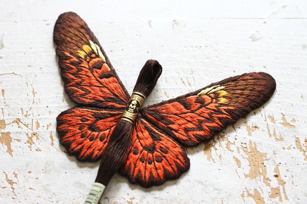 大きな蝶の後翅が完成しました_e0333647_15344656.jpg