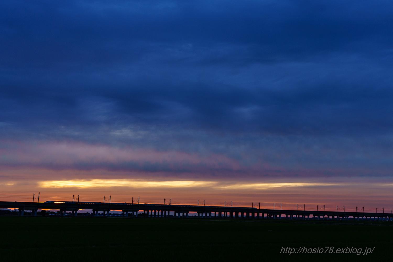 夕日と上越新幹線_e0214470_20501022.jpg