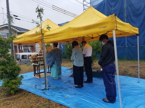 雨降って地固まる。地鎮祭を執り行いました。_a0059217_09540723.jpg