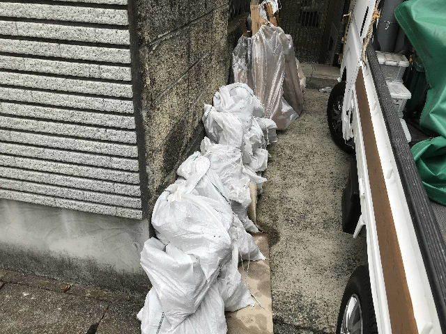 浴室解体2日目  総重量1.5トン_f0031037_18400286.jpg