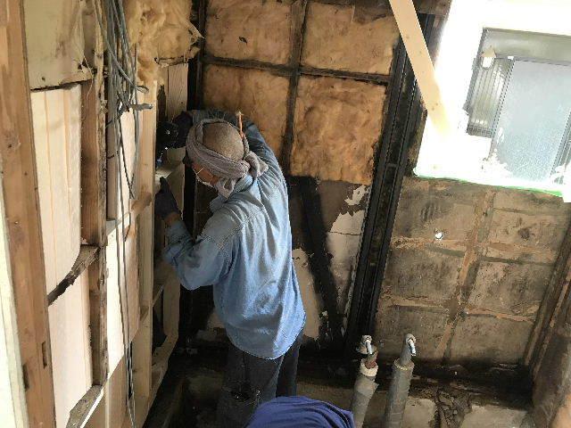 浴室解体2日目  総重量1.5トン_f0031037_18401484.jpg