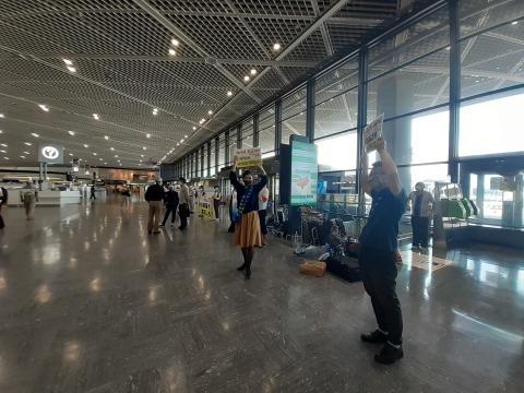 成田空港でユナイテッド争議団情宣行動再開_b0050651_15342390.jpg