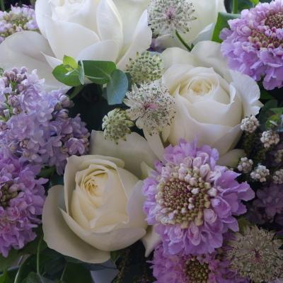 オークリーフ(白バラとライラック色の花で)_f0049672_18593977.jpg