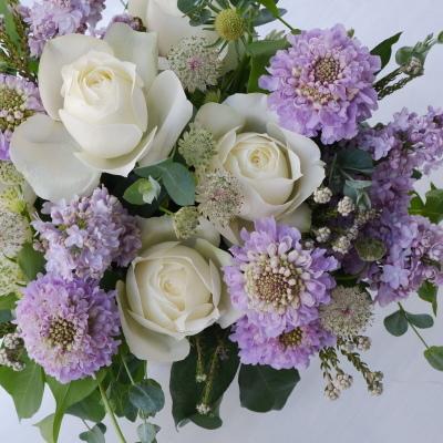 オークリーフ(白バラとライラック色の花で)_f0049672_18595018.jpg