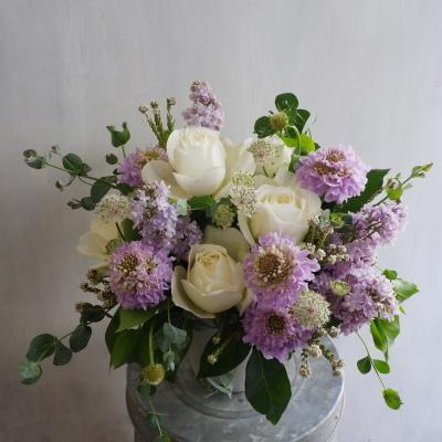 オークリーフ(白バラとライラック色の花で)_f0049672_18595497.jpg
