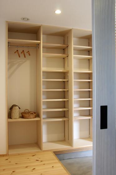 造作玄関収納   すっきり綺麗に、それから小さな工夫。_d0080906_20554773.jpg